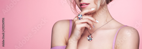 Fotomural Beauty Woman with perfect Makeup and Manicure