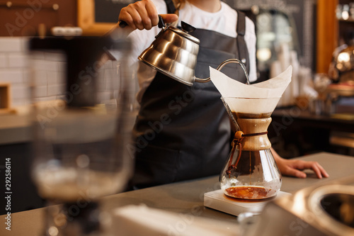 Fotografiet  Professional barista preparing coffee using chemex pour over coffee maker and drip kettle