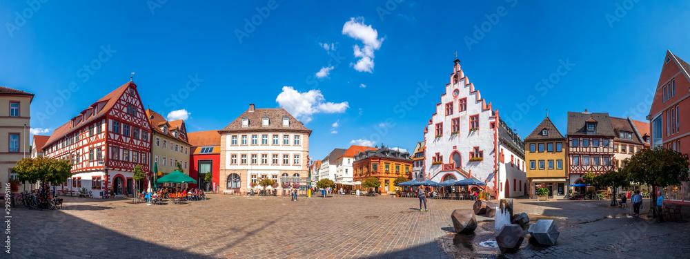 Fototapeta Panorama, Marktplatz mit historischem Rathaus, Karlstadt am Main, Deutschland