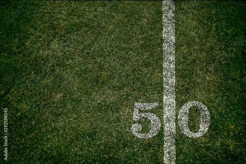 Futbol amerykański 50 linii boiska i gra w piłkę nożną