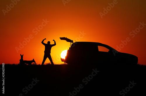Montage in der Fensternische Rot kubanischen The sun in the car, a man stealing the sun, a man, a dog and a car at sunset, Belgian Shepherd Malinois, silhouettes, a car with an open trunk, winner