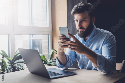Valokuva Office worker relaxing, playing online games on smartphone