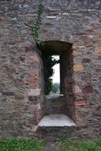 Burgruine In Ulmen, Eifel 09/19