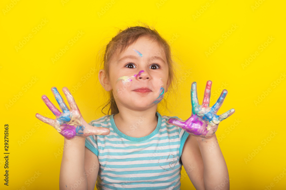 Fototapety, obrazy: Little girl on a yellow background shows hands drawn