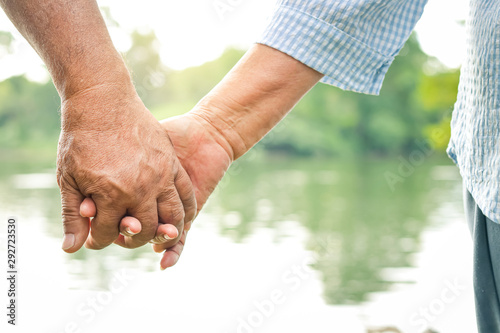 Photographie  Asian elderly couple holding hands together, love each other and take care of each other forever