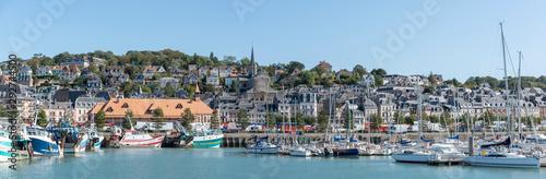 Panoramafoto vom Hafen in Trouville, Normandie, Frankreich Canvas Print