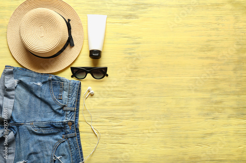 Summer composition with clothes and beach accessories on wooden background - 292766591