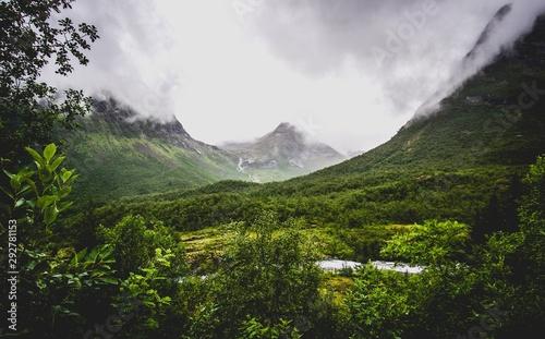 Obraz green mountain valley in norway - fototapety do salonu