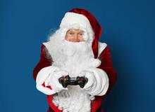 Authentic Santa Claus With Gam...