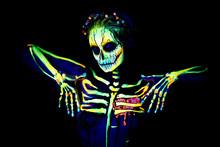 UV Body Art Painting Of Hellow...