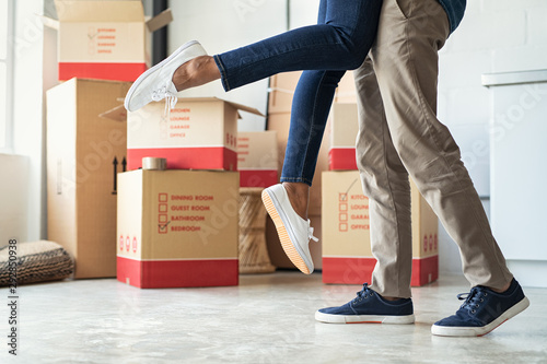 Happy couple moving home Canvas Print