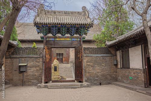 Valokuvatapetti Gate to a courtyard in the Confucian temple complex in the old town of Pingyao