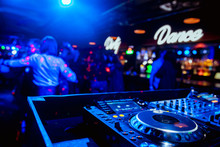 Control DJ For Mixing Music Wi...
