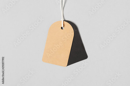Fotografía  Kraft and black clothing tag, gift tag mockup.