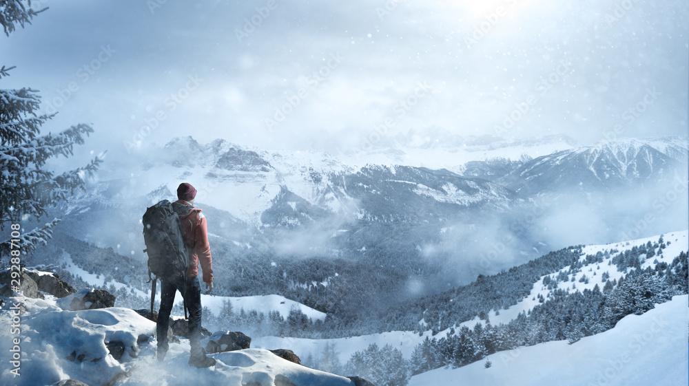 Fototapety, obrazy: Wanderer in winterlicher Landschaft