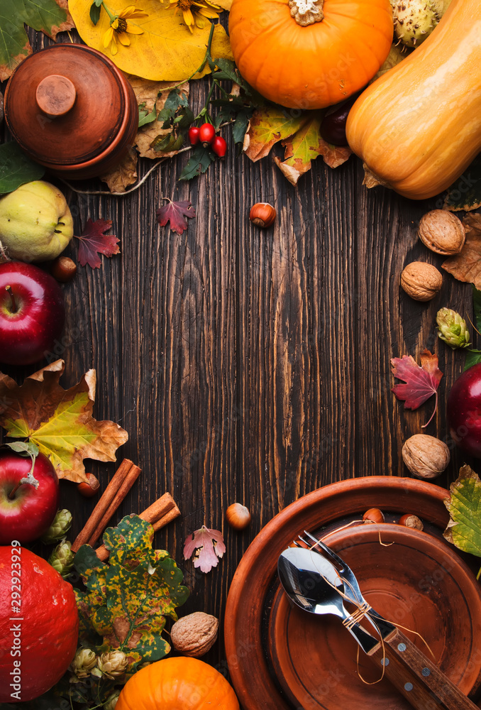 Fototapety, obrazy: Thanksgiving dinner place setting. Autumn fruit, pumpkins, nuts, fallen leaves with plate and cutlery. Thanksgiving autumn background