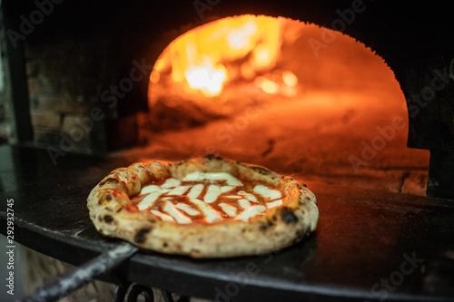 Pizza margherita appena uscita dal forno a legna Wallpaper Mural