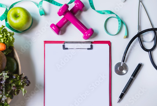 Photo  Clipboard with healthy fruit, vegetable and measuring tape on nutritionist desk,