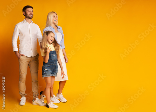 Family Smiling Looking At Copy Space Standing On Yellow Background Canvas-taulu