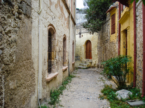 Fototapety, obrazy: a narrow cozy street of the ancient Mediterranean city