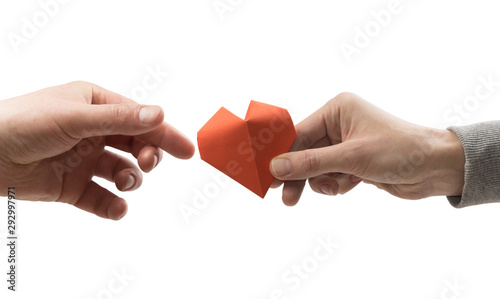 Photo Red heart in woman and man hands