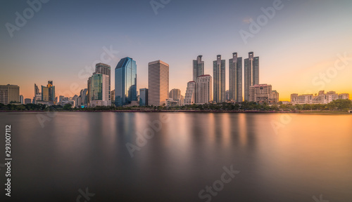Photo  Skyscrapers Reflected in a Lake at Sunrise