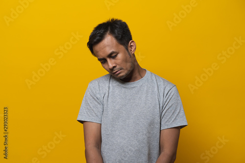 Depressed asian young man face down feeling failure Canvas-taulu