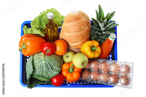 Poster Individuel Shopping basket with grocery products on white background, top view