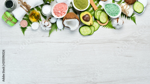 Fotografie, Tablou Natural Cosmetics: Avocado, coconut, sea salt and face cream
