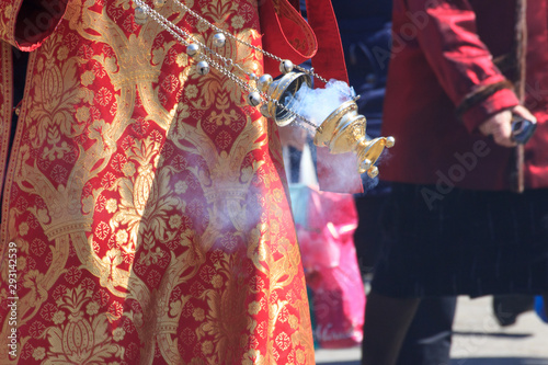 Censer in the hand of an Orthodox priest during a procession on Easter Fototapet