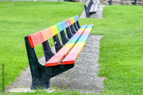 Foto auf Gartenposter Lime grun a very long bench at the seaside