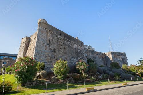 Fotografía Old stone walls of the Citadel of Cascais (Cidadela de Cascais) in Cascais, Portugal, on a sunny day in the summer