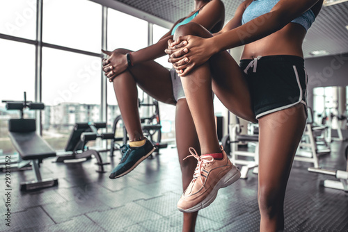 Flexible young woman stretching her right leg in gym. Tableau sur Toile