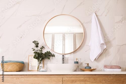 Fotografía  Stylish bathroom interior with vessel sink and round mirror