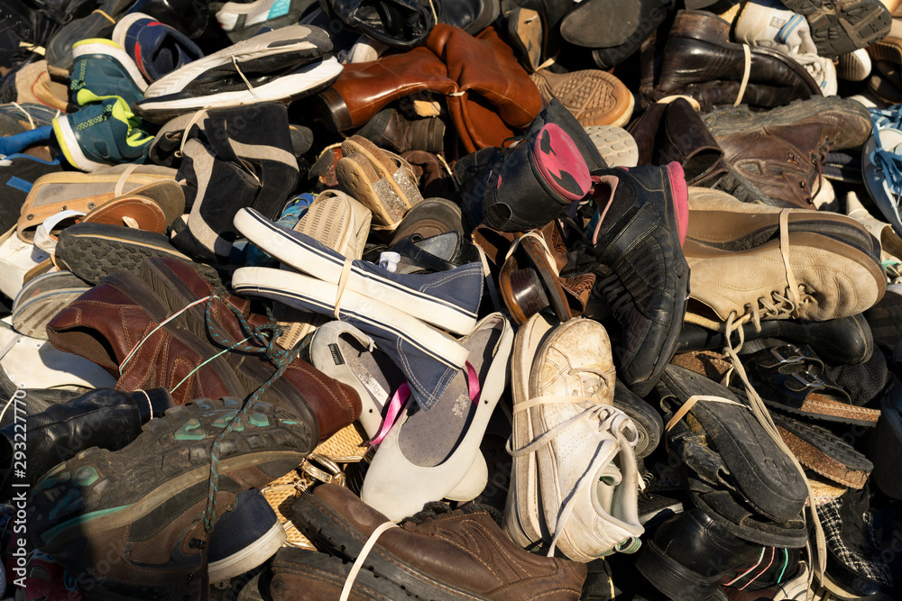 Fototapety, obrazy: Pyramid of shoes