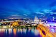 Köln mit Kölner Dom und Rhein bei Nacht