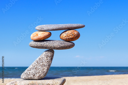 Balanced Rock Zen on the background of the sea Canvas-taulu