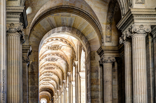 Arched walkway in Paris Tableau sur Toile