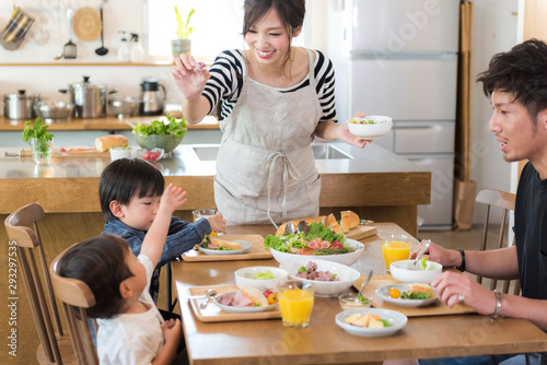 Fototapeta 家族の食事 obraz