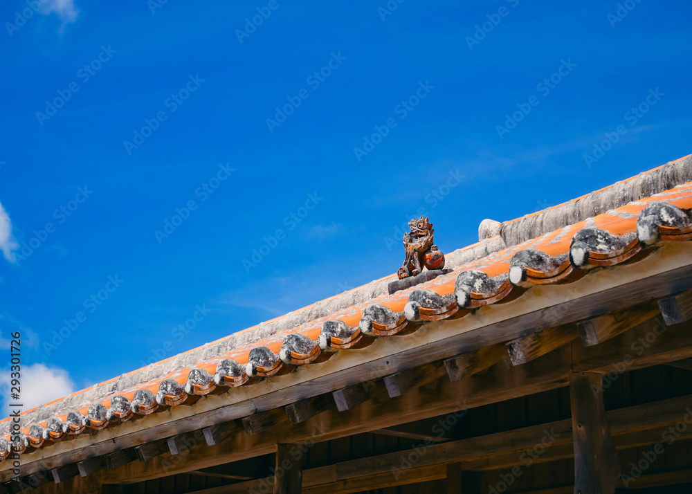 Fototapeta Okinawa Lion on Ryukyu architecture Roof Art Blue sky background Okinawa island Japan