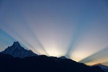 Sonnenaufgang über Dem Annapu.