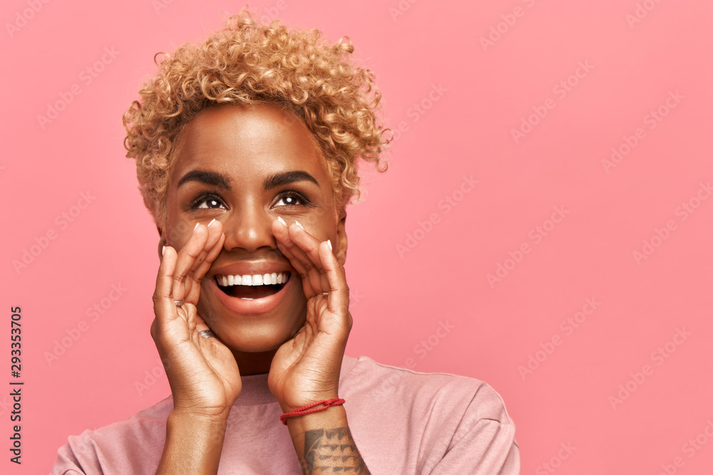 Fototapeta Horizontal of close up photo amazing beautiful dark-skinned lady draws attention to great cool event, concert, sale, discount message. Her arms hands help yell novelty, isolated pink background