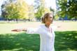 canvas print picture - Frau macht Meditationsübungen im Park