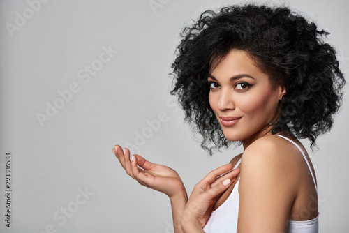 Cuadros en Lienzo  Beautiful mixed race woman with opened palm looking at camera