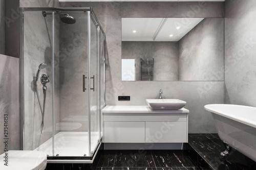 Fotografía Modern interior of new bathroom in house