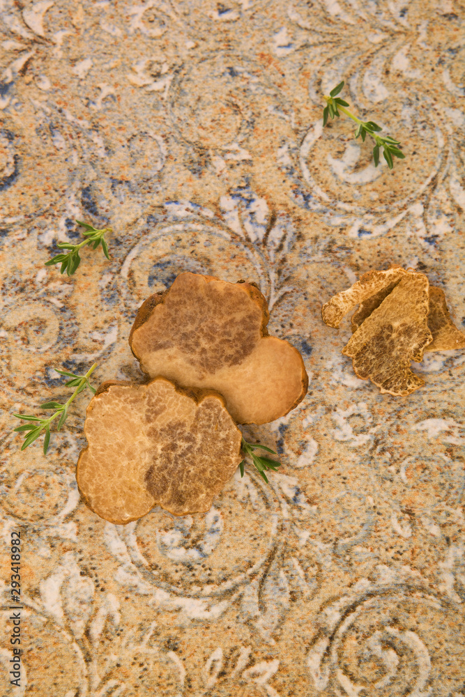 Fototapety, obrazy: Raw white truffle on the table from above.