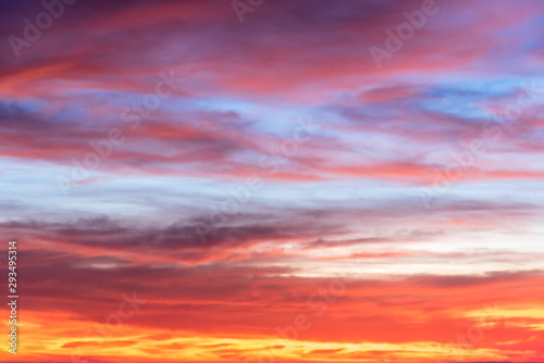 Foto auf AluDibond Hochrote Brightly colored sunset sky
