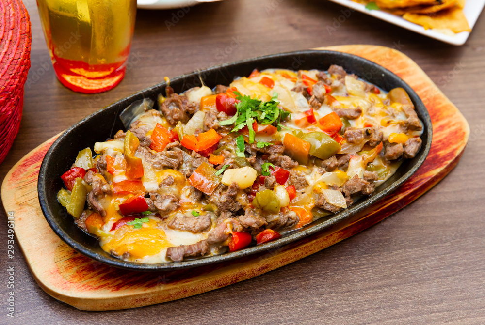 Fototapety, obrazy: Alambre of grilled beef meat