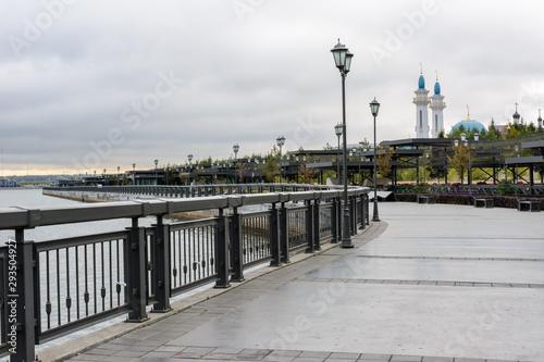 Canvas Print Kremlin Embankment in Kazan in cloudy day