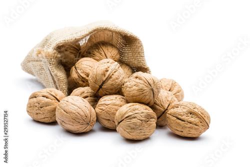 Fotomural pile of walnuts in juta bag on white background